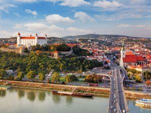 Bratislava splavbou lodí povodním díle Gabčíkovo
