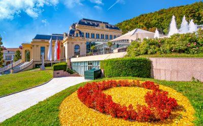 Římské lázně vBadenu ačervnový Festival růží
